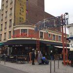 クリニャンクール蚤の市のカフェ